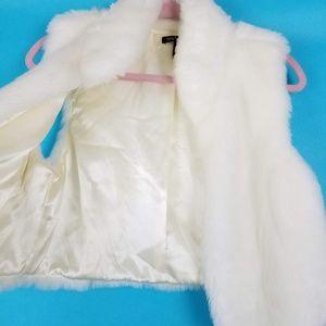 Daisy Fuentes Jackets & Coats - Daisy Fuentes Faux Fur Vest